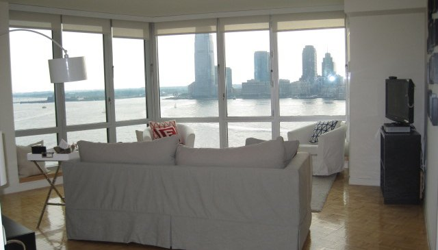 Spacious Apartment with stunning River Views