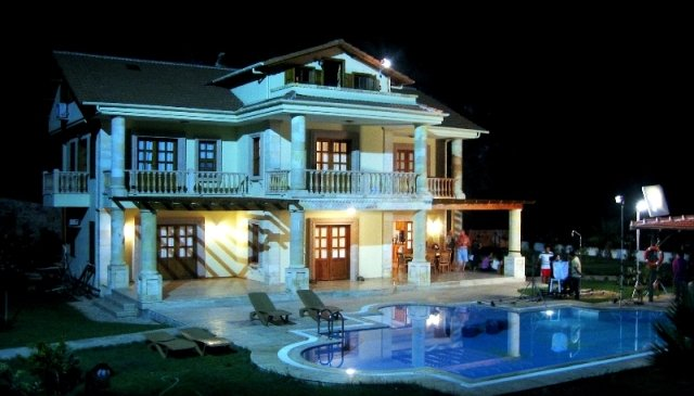 Stylish grand standing villa